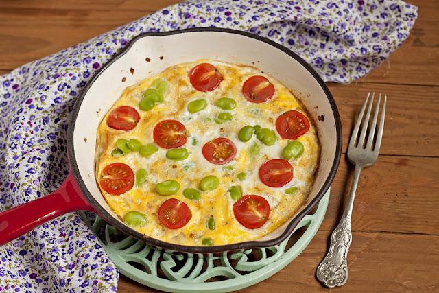 Frittata z bobem i pomidorkami