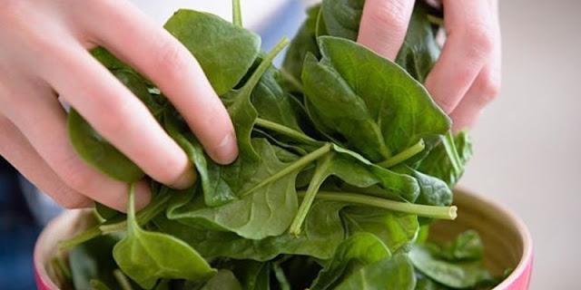 verduras de hojas verdes protegen la salud del corazon