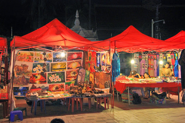 Shopping in Laos - Mercato notturno Vientiane