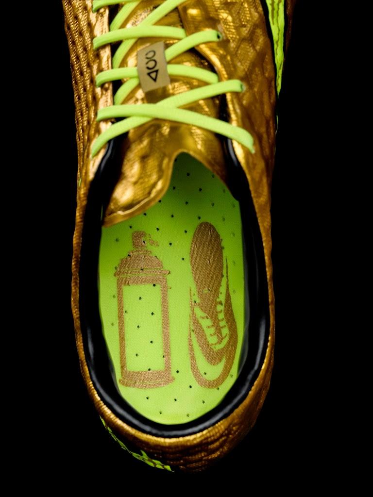 bcfa25414e ... ele costumava pintar o seu calçado de jogo com spray dourado. Além da  cor utilizada