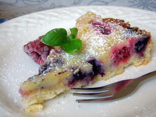 tarta+z+jagodami+i+malinami Tarta malinowo-jagodowa z białą czekoladą