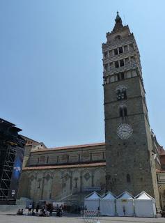 La Catedral de San Zeno y el Campanile de Pistoia.