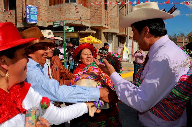 A ritmo de santiago Aldrin Zárate inaugura obra del jirón Ayacucho