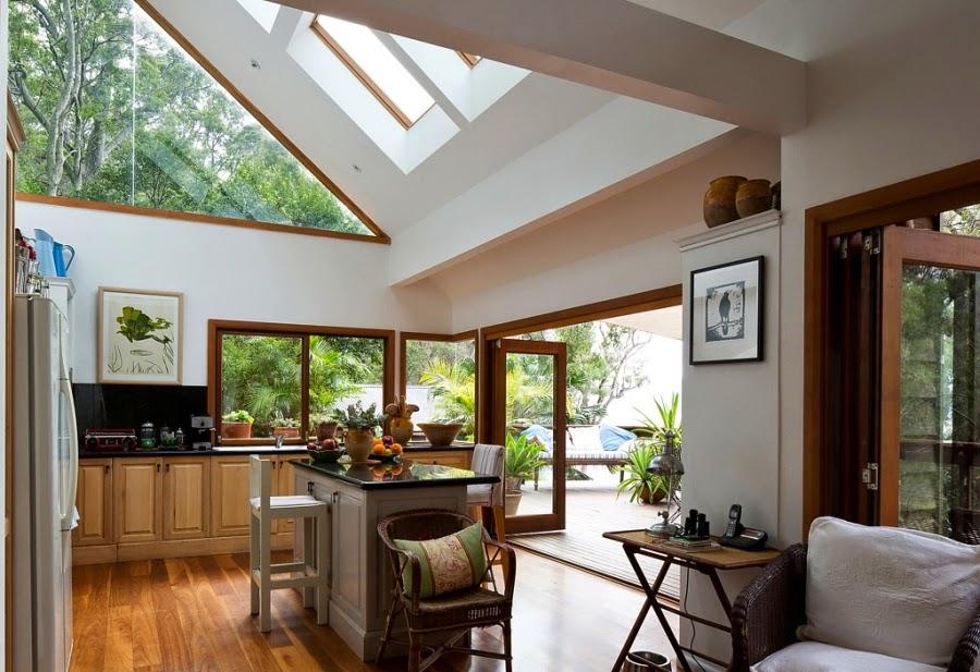 Drewniany dom nad zatoką, wystrój wnętrz, wnętrza, urządzanie domu, dekoracje wnętrz, aranżacja wnętrz, inspiracje wnętrz,interior design , dom i wnętrze, aranżacja mieszkania, modne wnętrza, retro, dom drewniany, antyki, stare meble, wiklinowe dodatki, styl klasyczny, kuchnia