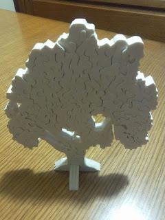 puzzle 3d albero realizzato con seghetto da traforo elettrico