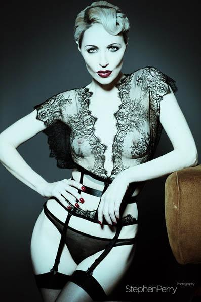 corsetorium silk lace cincher loungerwear luxus korsett delicate