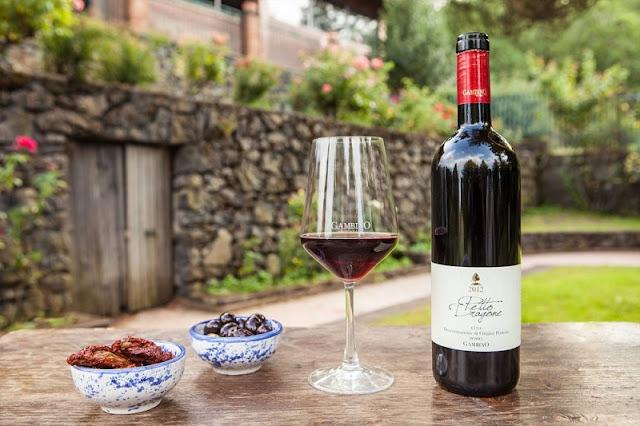 Garrafa de vinho produzida na Gambino Vini e aperitivos