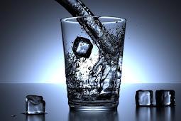 Manfaat Minum Air Putih, Jus Buah, dan Santan
