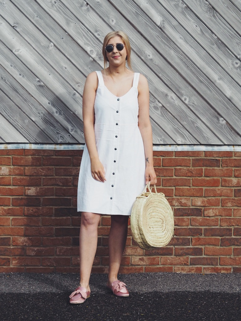 fbloggers, fashionbloggers, asseenonme, wiw, whatimwearing, lotd, lookoftheday, ootd, outfitoftheday, whitemididress, fashionbloggers, fashionblogger, primarkraybansunglasses, buttonthroughdress, slingbackshoes, strawbag