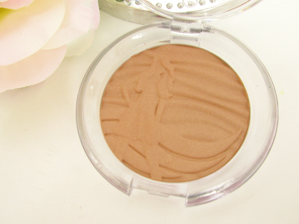 essence Sun Club Shimmer Bronzing Powder 30 sun loved 3D Prägung