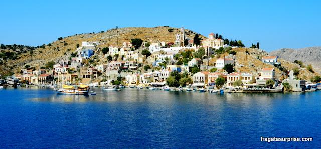 Vila de Chorio, na ilha grega de Sými, no Dodecaneso