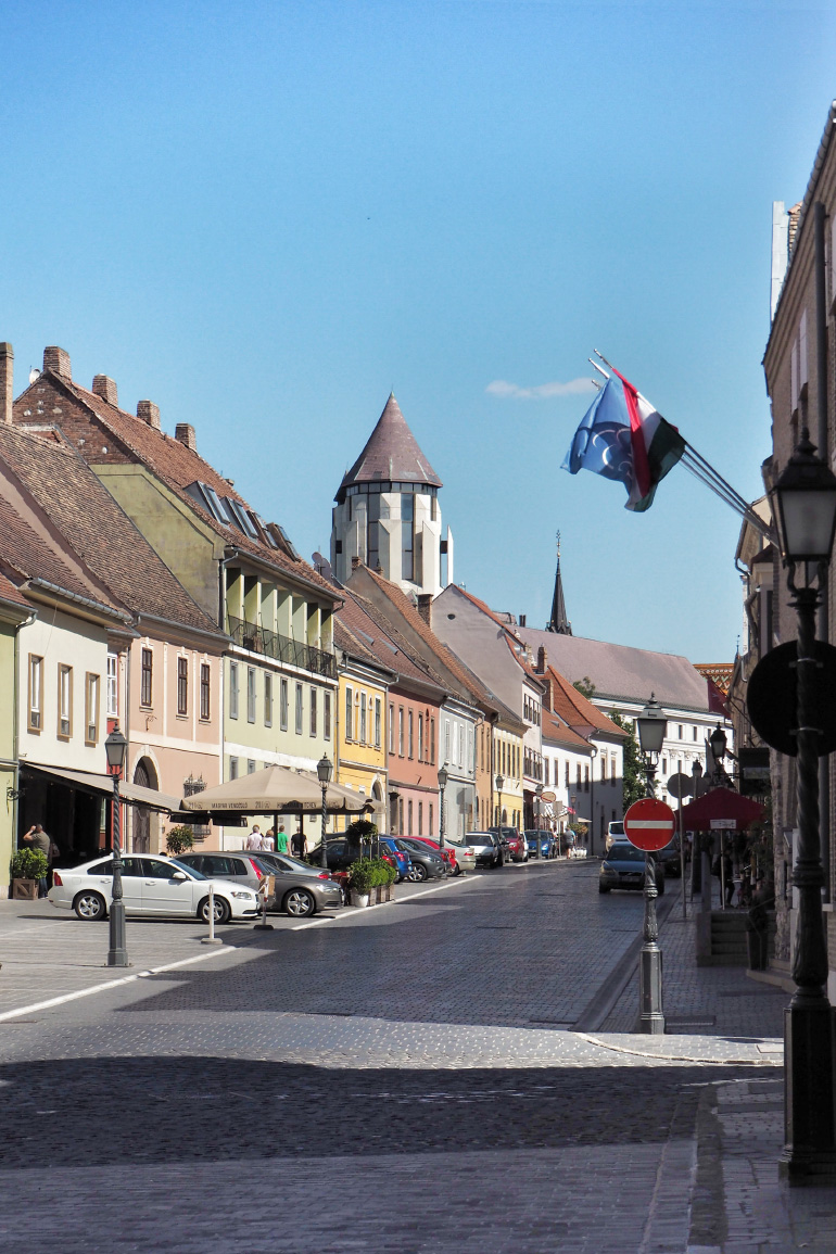 Rues colorées du quartier de Buda dans la ville de Budapest