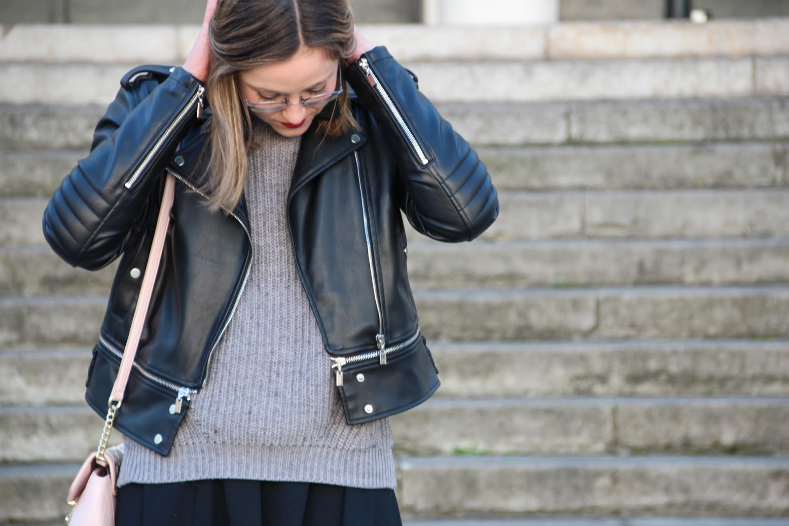look black skirt blogueuse lyonnaise