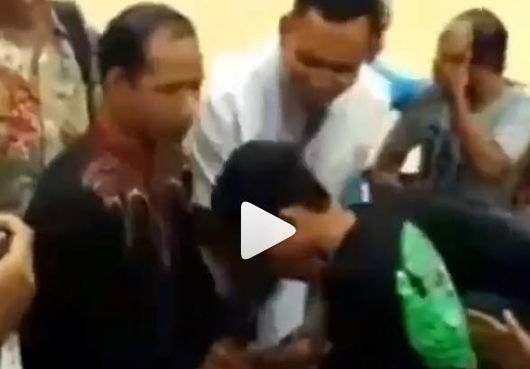 Siswa yang merokok dan Tantang Gurunya Minta Maaf lalu Bersujud Cium Kaki
