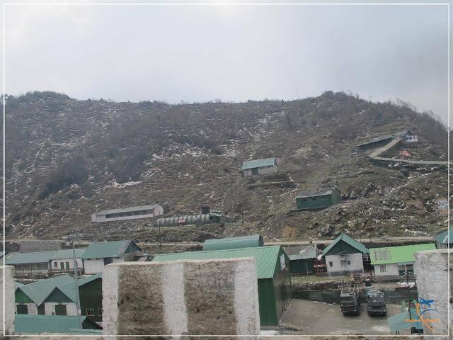 Área militar India Army em Tsomgo Lake em Sikkim, na Índia