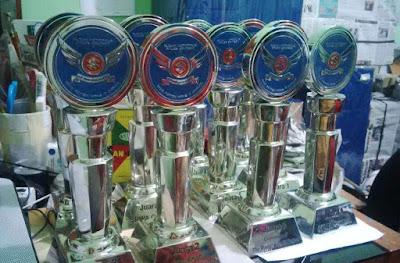 Pusat Bikin Plakat piala penghargaan di Cirendeu