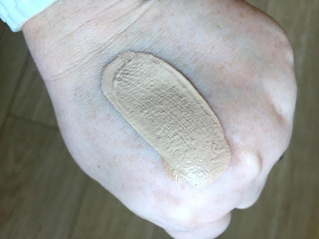 Rimmel Fresher Skin Foundation swatch 100 Ivory