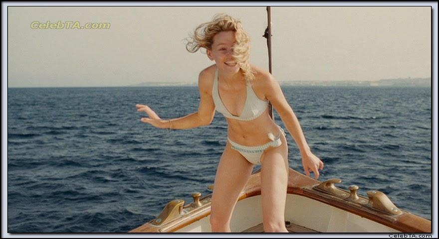 Elizabeth Banks Bikini Pics 111