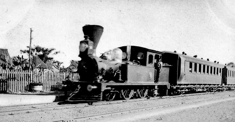 A train of the Batangas Railways.  Image source:  Posted by user Pinai on the Indonesia v the Philippines discussion board on www.city-data.com.