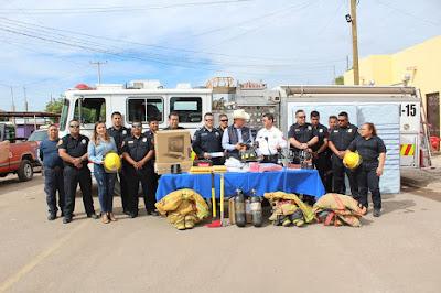 Entrega presidente RDN material y equipo a bomberos de Huatabampo