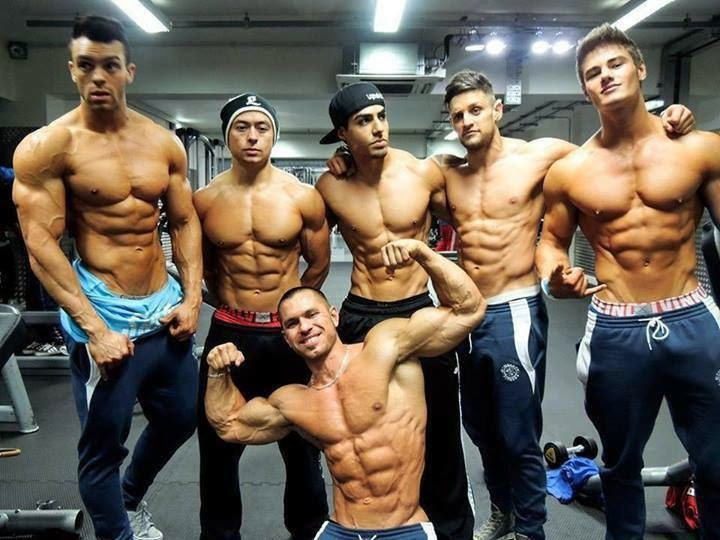 bodybuilder-group-photo