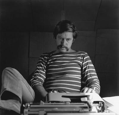 Ο Τομ Ρόμπινς κατά τη διάρκεια της δεκαετίας του 70 / Tom Robbins during the 70's