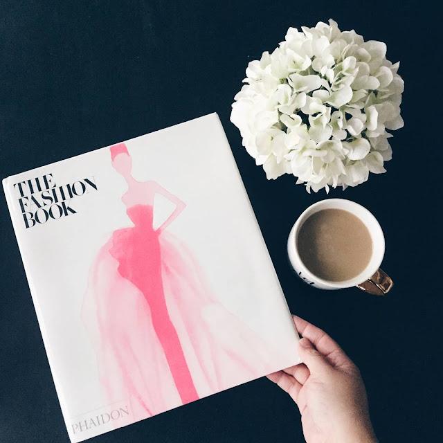 Fashion Book Dark Instagram