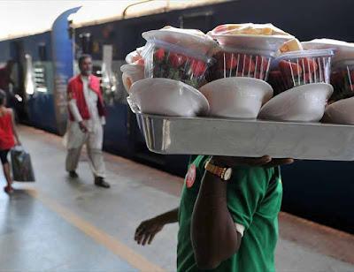 आप रेलवे में खाना खाने से बचें, परोसा जा रहा है बेहद घटिया खाना, CAG रिपोर्ट में हुआ खुलासा!