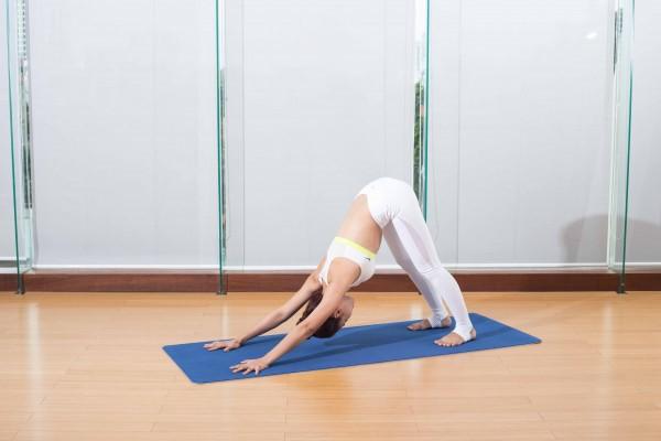 Tư thế Yoga dành cho quý cô giúp đánh bay những cơn đau vì giày cao gót