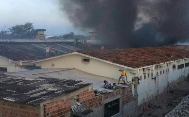 Seis detentos morreram durante rebelião no presídio de Caruaru