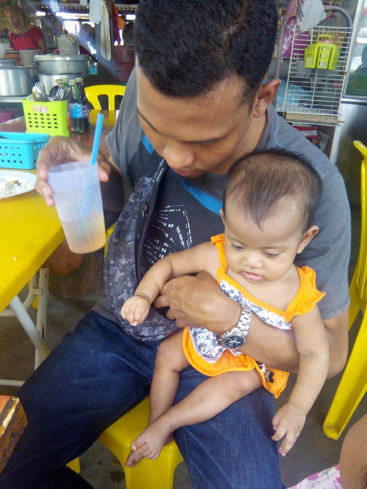 PuluT HitaM Jalanjalan Cari Makan Di Muar