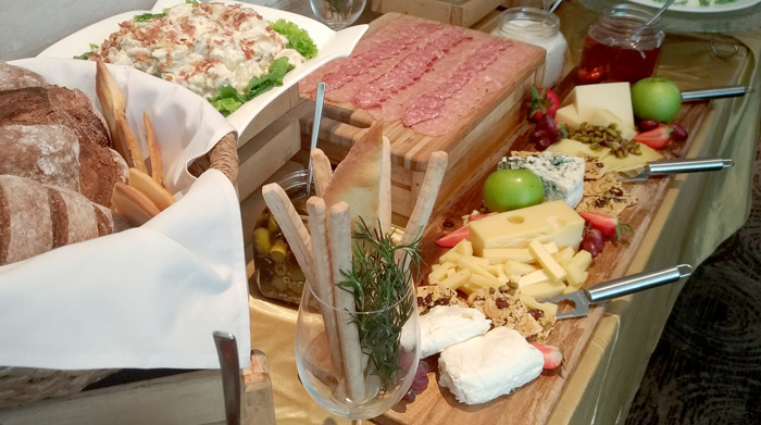 Misto Seda Abreeza Cheese Board