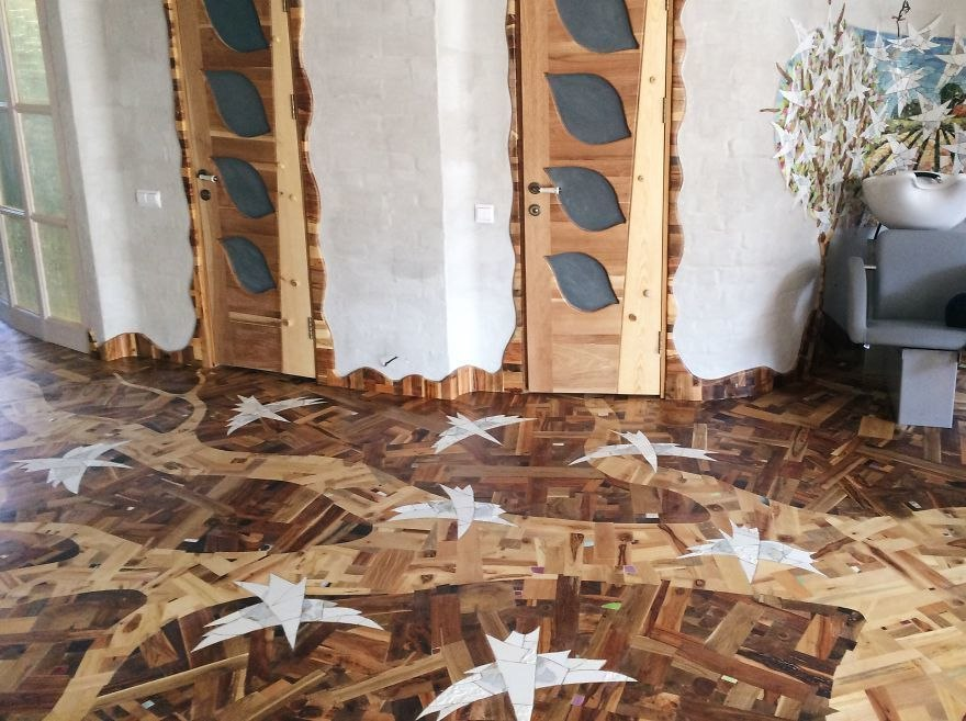 Потрясающий пол из рандомных кусков дерева