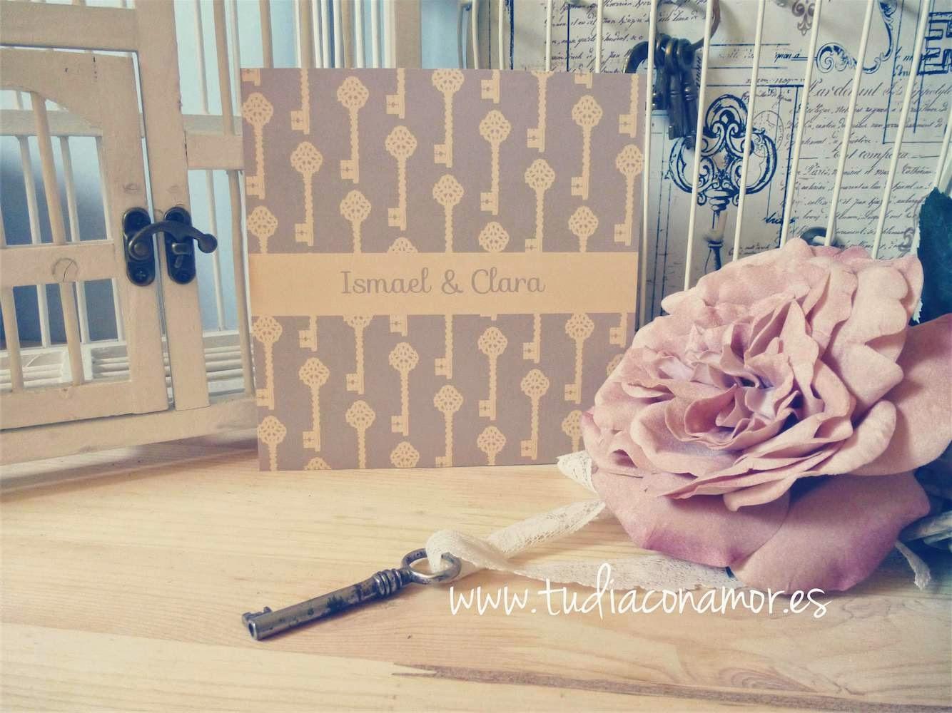 invitacin de boda vintage con llaves en tonos marrn y mostaza ideal para decorar las mesas de la boda con nmeros hechos de llaves seating plan de