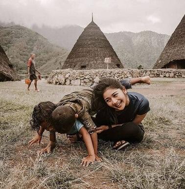 kampung adat tempat belajar adat tradisional dan budaya indonesia selain baduy - foto instagram debisagita