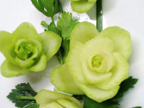 Cách tỉa hoa trang trí món ăn từ rau củ 1