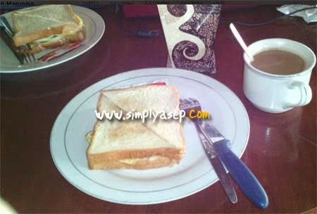 Sarapan Roti Bakar di Hotel Merbabu di Kawasan Sosrowijayan