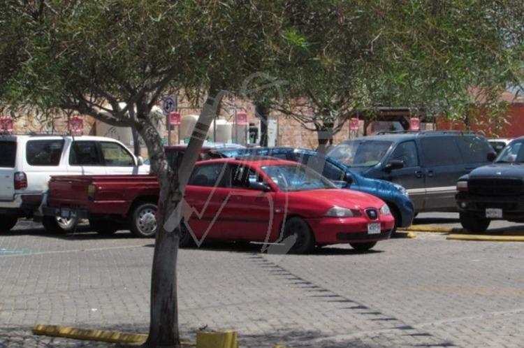 Acribillan y ejecutan a dos en estacionamiento de Home Depot en Jacona, Michoacan