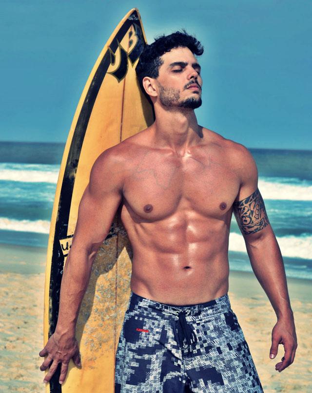 O boytatá Paulo Simas posa para ensaio sensual na praia do Recreio. Foto: Anderson Marques
