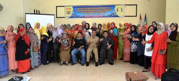 Tingkatkan Keterwakilan di DPRD, Perempuan Pariaman Terima Pelatihan Politik