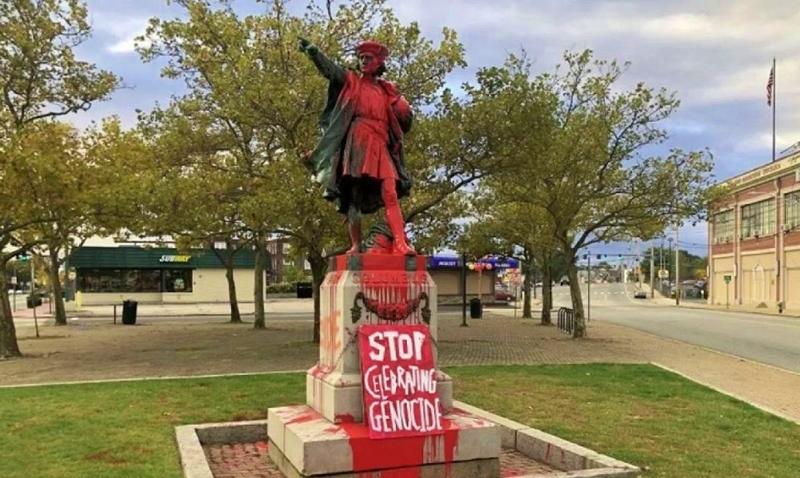 Tiñen de rojo estatua de Colón en Providence