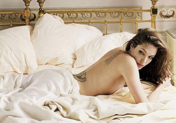 Angelina Jolie Hilang PERAWAN di Usia Remaja