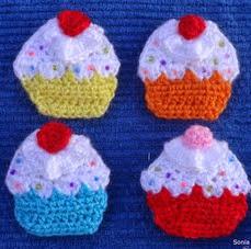 http://ainoslabores.blogspot.de/2014/01/broches-cupcake.html#more