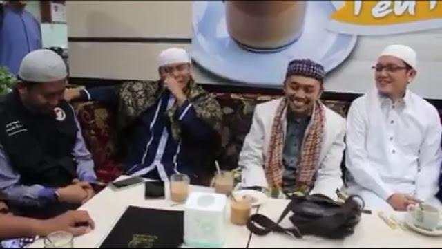 "Viral Video Bersama Idrus Ramli, Sugi Nur Membela ""Kitab Suci Fiksi ala Rocky Gerung"""