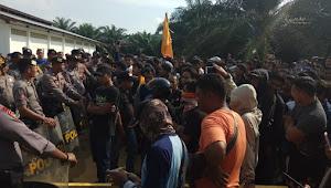 Demo PSHT di PT SKU Tebo Memanas, Masa dan Aparat Saling Pukul