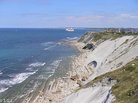 Vistas desde el acantilado en el sendero del litoral
