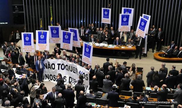 Deputados com apoios em Santa Cruz votaram a favor da reforma trabalhista