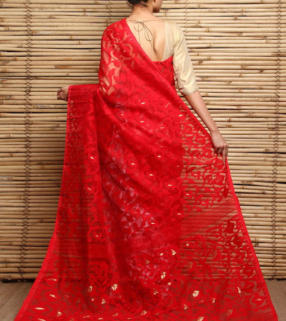 Bengali Bride in Dhakai Jamdani Saree