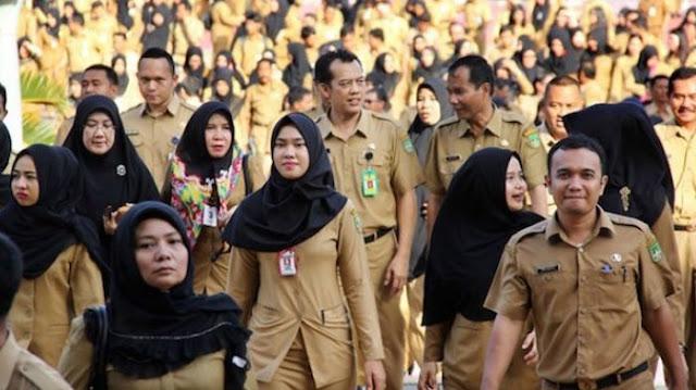 Gaji PNS 2019 Naik, FITRA Tuding Jokowi Pencitraan
