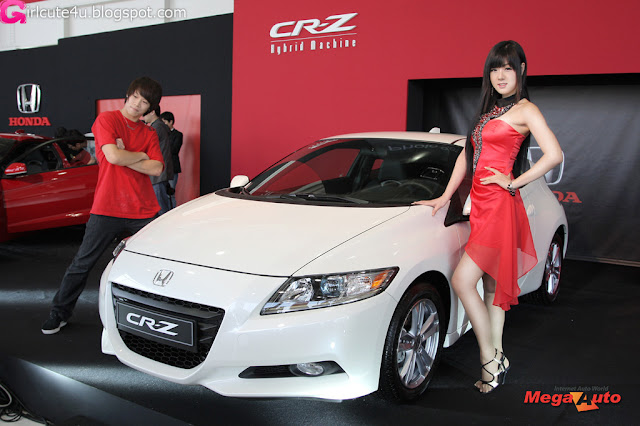 4 Hwang Mi Hee with New Honda's Hybrid CR-Z-very cute asian girl-girlcute4u.blogspot.com